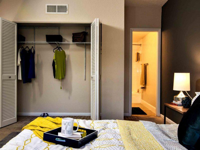 TGM Oceana Apartments Walk-in closet